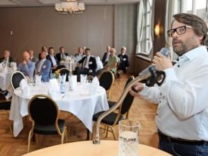 Niels Dahnke hielt einen Vortrag während der Hauptversammlung des Industrie- und Wirtschaftsvereins Peine und Umgebung. Quelle: Tobias Mull